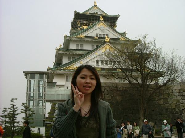 大阪城的全身照