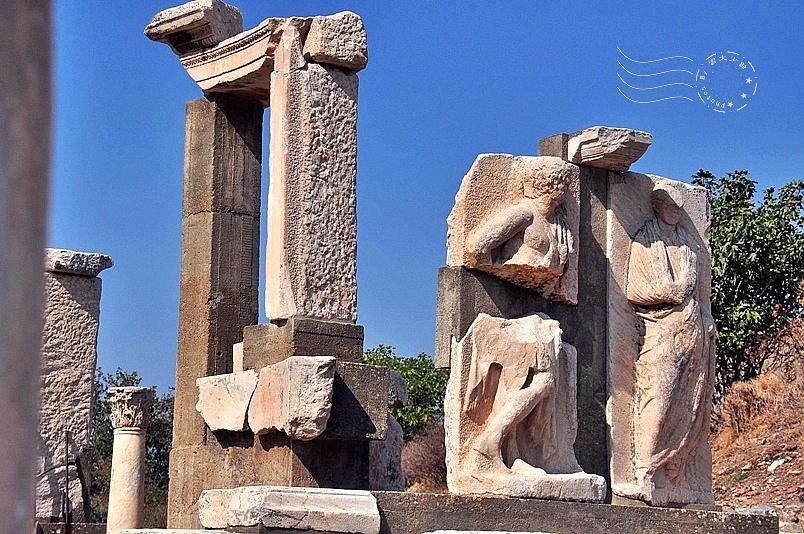 艾菲索斯古城:曼努斯紀念碑