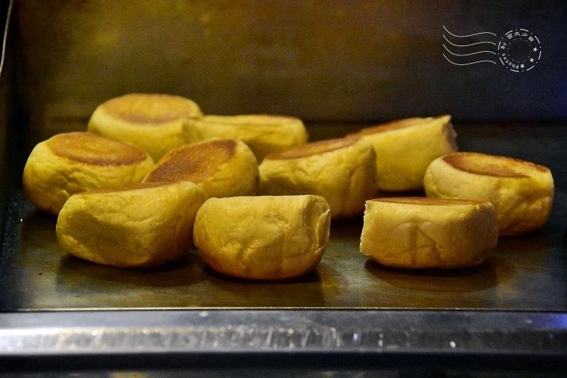 小惡魔炭燒牛排:爆漿餐包