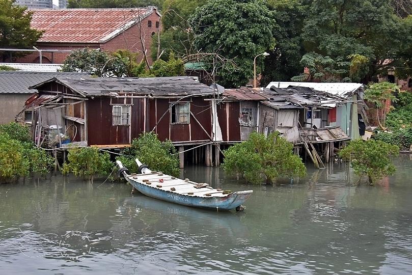 淡水河畔高腳屋