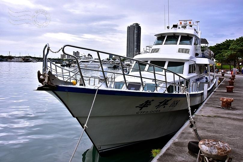 烏石港賞鯨船
