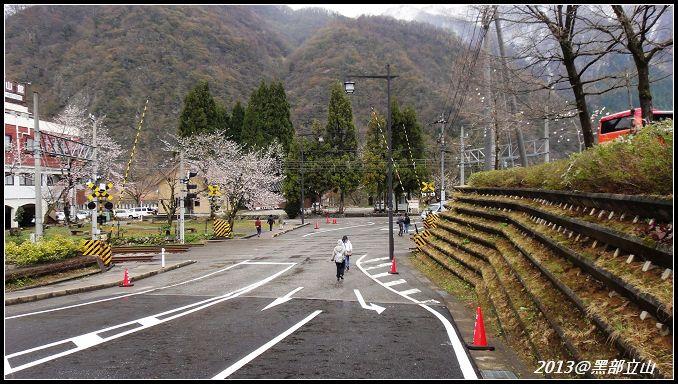 【2013黑部立山】Day2。六種交通工具、立山17公尺雪壁、黑部水庫 (9).jpg