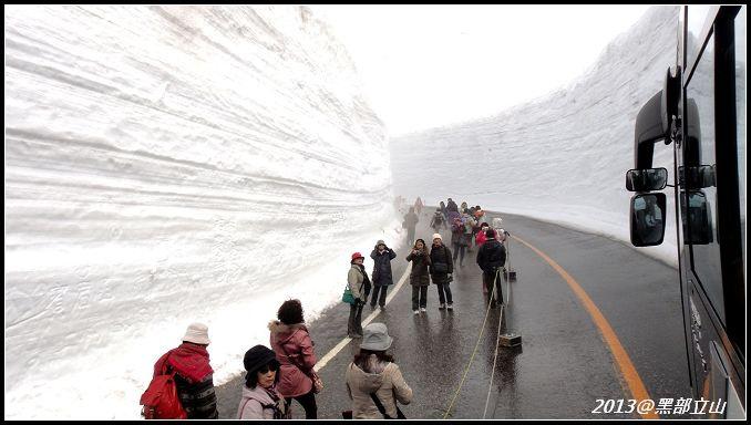 【2013黑部立山】Day2。六種交通工具、立山17公尺雪壁、黑部水庫 (28).jpg
