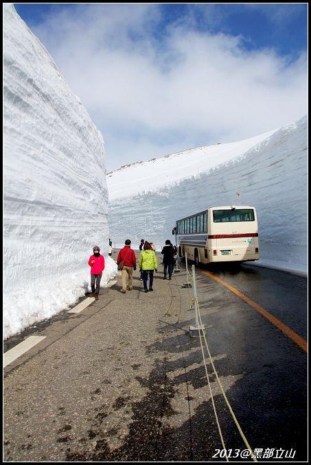 【2013黑部立山】Day2。六種交通工具、立山17公尺雪壁、黑部水庫 (31).jpg