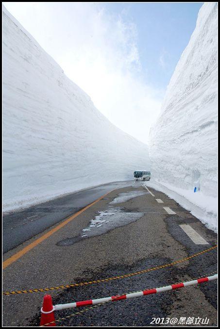 【2013黑部立山】Day2。六種交通工具、立山17公尺雪壁、黑部水庫 (33).jpg