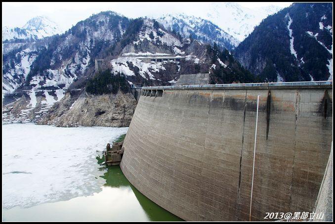【2013黑部立山】Day2。六種交通工具、立山17公尺雪壁、黑部水庫 (40).jpg