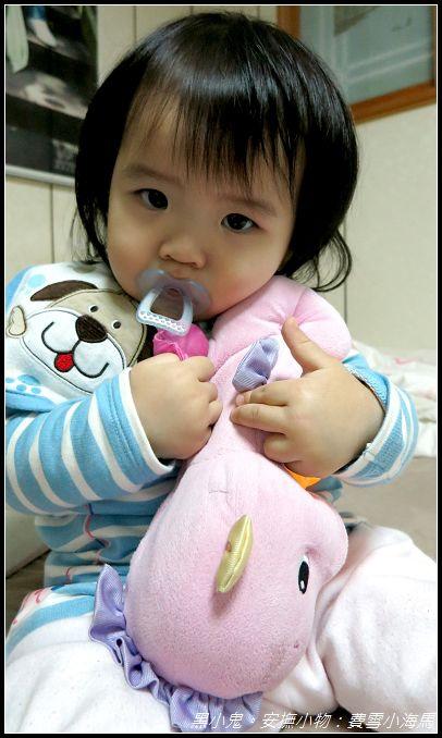 寶寶安撫小物。費雪聲光小海馬 (14).jpg