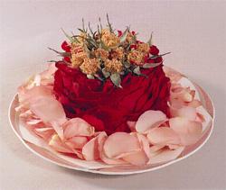 圖二:餐桌餐盤的玫瑰花飾設計.jpg