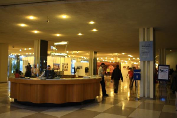聯合國一樓大廳服務台