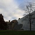 大都會美術館外觀-這片玻璃的裡面就是薩克勒大廳
