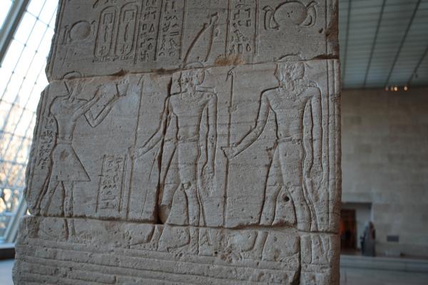 古埃及區-典德爾神殿上的石刻