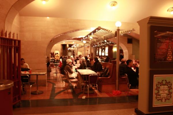 紐約中央車站大廳的地下一樓美食區