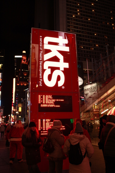 TKTS購票亭,這看板上面顯示當天還有票的SHOW的時間