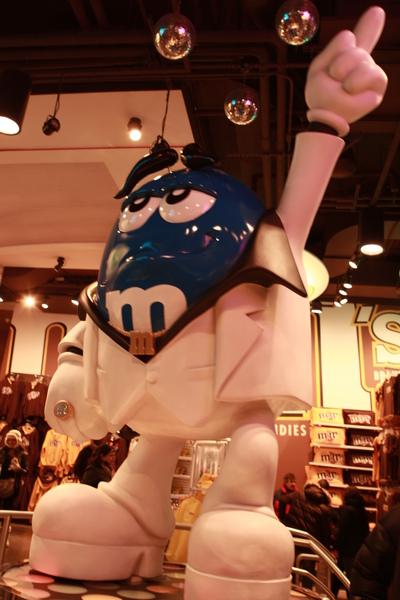 紐約時代廣場旁的M&M專賣店內有超大的M&M巨星