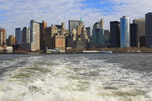 從渡船上拍的曼哈頓-當渡船慢慢開離曼哈頓
