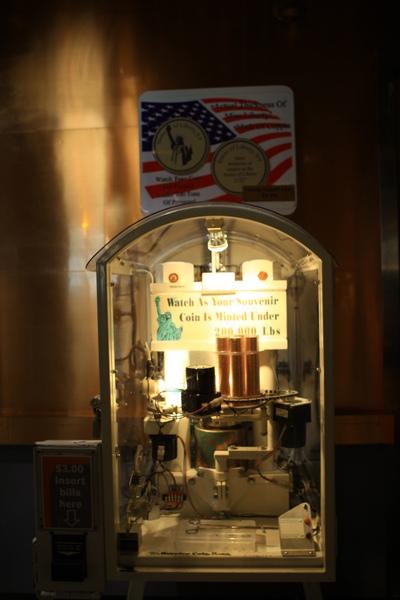 自由女神的紀念錢幣製作機