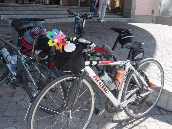 小花風車與阿吉陪著我騎^^