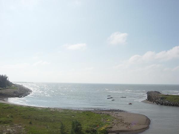 台61線。橋上的西濱海岸