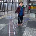 大甲車站的地面上也有火車鐵軌喔