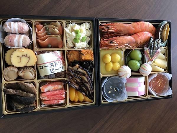 崛川老師家年菜.jpg