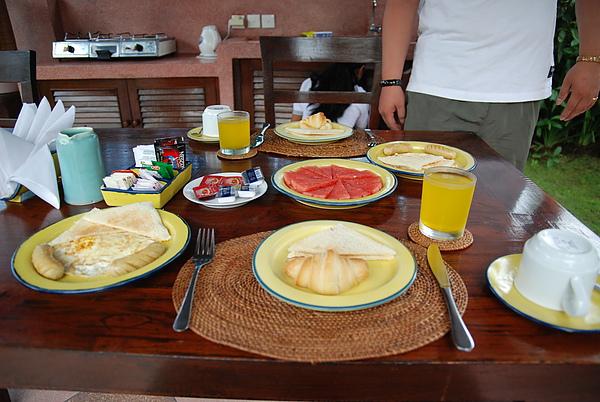看起來頗豐富的早餐