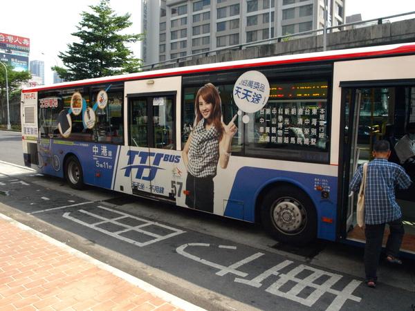 TTJ藍線-57-中港線:醒目的藍色車身
