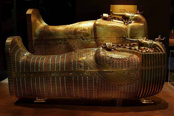coffins-tuthankamun-exhibition.jpg