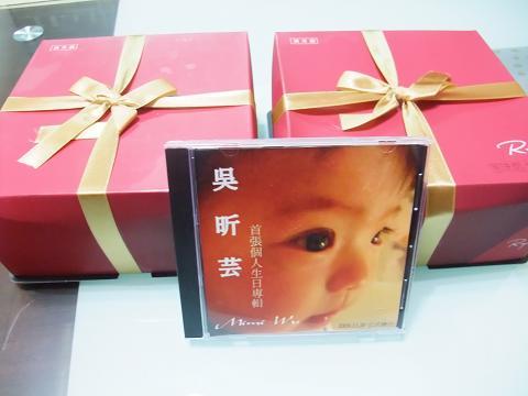 小米粥生日蛋糕+禮物