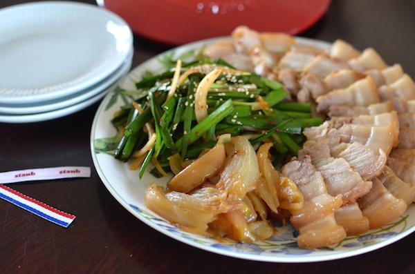 「STAUB食譜」 在韓國超熱門的無水韓式白切肉和涼拌韭菜