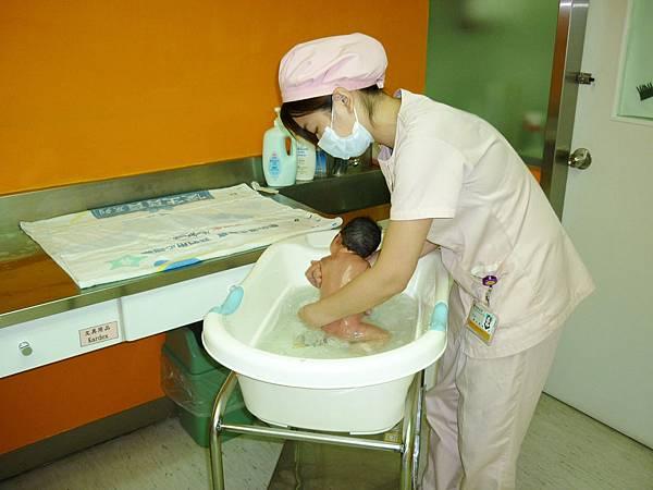 嬰兒室-嬰兒沐浴服務.jpg