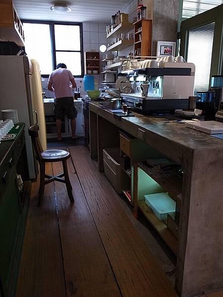 長長水泥淺色料理台超正