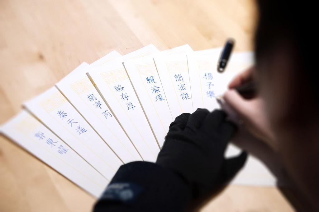 韓玉青老師為鋼筆字親子課孩子設計鋼筆正楷簽名