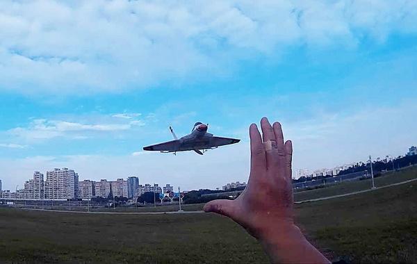 F-22藍天小風擷圖-07ce.jpg
