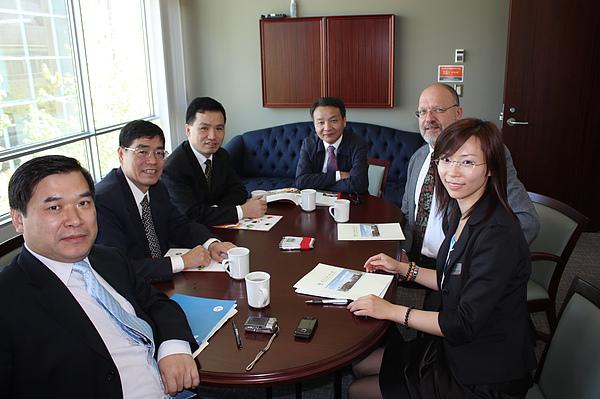與中國來訪的高校領導會談.JPG