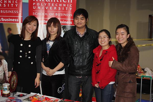 與國際留學生合照.JPG