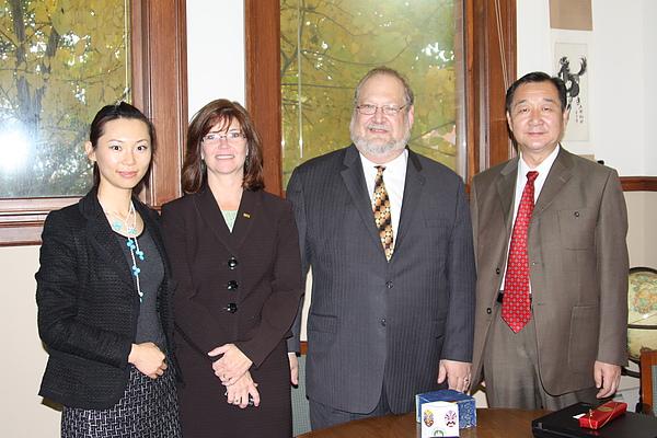 與中國大學一起訪問美國.JPG