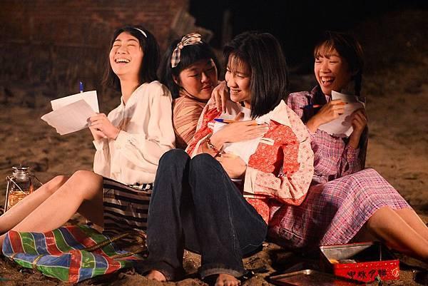 洪于晴 龔怡維 連俞涵 謝寶萱 (左起)海邊寫下願望01 (1)