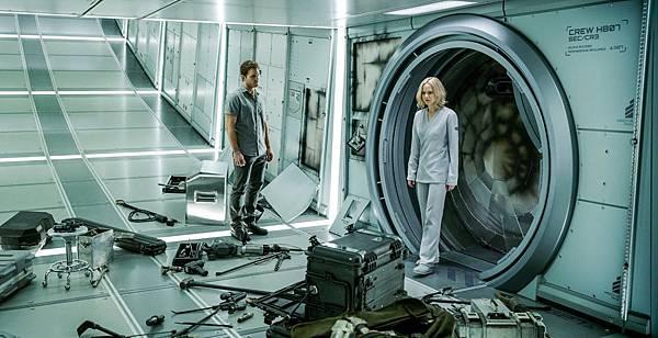【電影】珍妮佛羅倫斯、克里斯普瑞特主演科幻電影《星際過客》釋出多支片段3.jpg