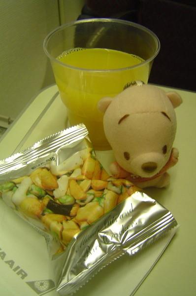 吃晚餐前先來個橙汁+點心吧!!
