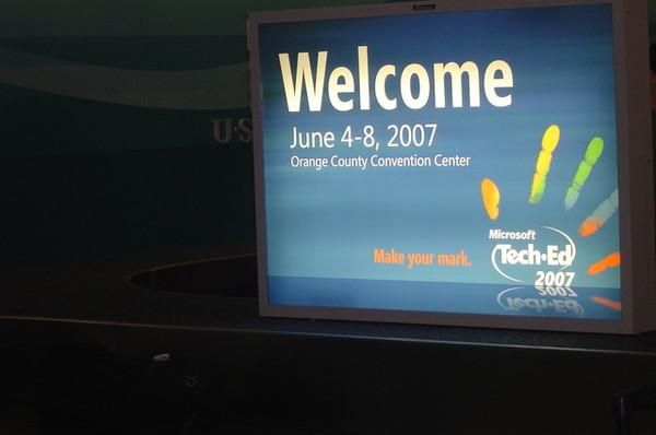 奧蘭多機場有大大的MS招牌