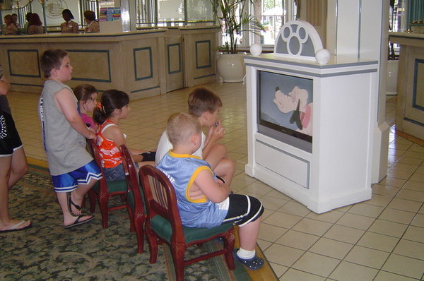 還有電視讓小孩看!!很貼心!!
