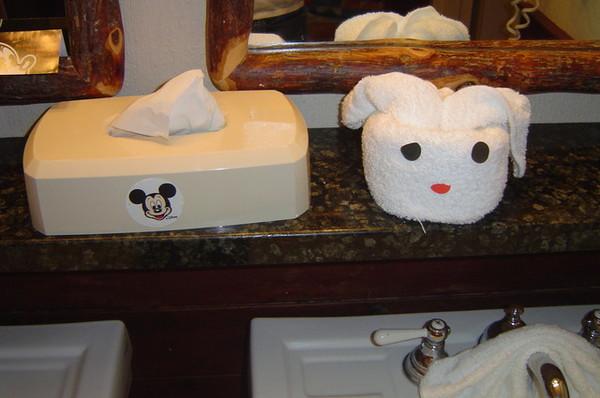 一進房就看到可愛的毛巾布偶