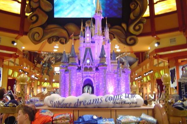 一進門就看到睡美人的城堡