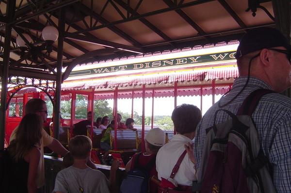 排隊等遊園車