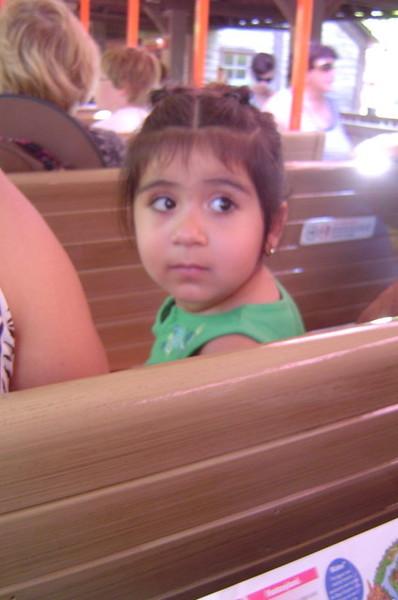 一直回頭偷看我的小妹