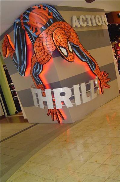 好大的蜘蛛人!!