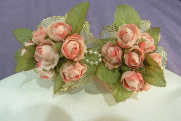 正面是玫瑰加珍珠點綴