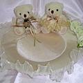 喜糖盤--用玫瑰及珍珠點綴(還有婚禮小熊)