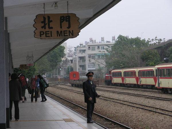 等火車囉~~