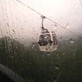 天氣不好下雨!!從車廂外拍都是雨滴